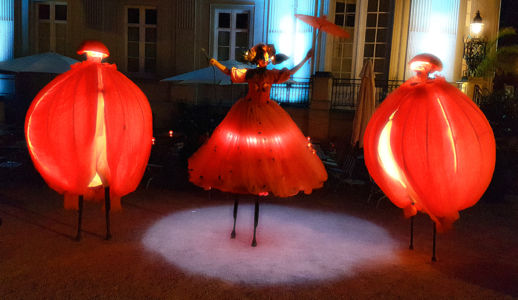 STILTLIFE StreeTTheater NARANJA By NIGHT